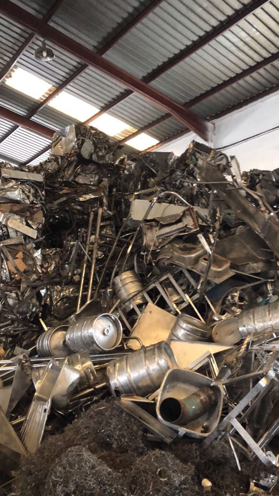 25602 - 240,000 KILOS OF STAINLESS STEEL CLEAN AND PRESSED Europe