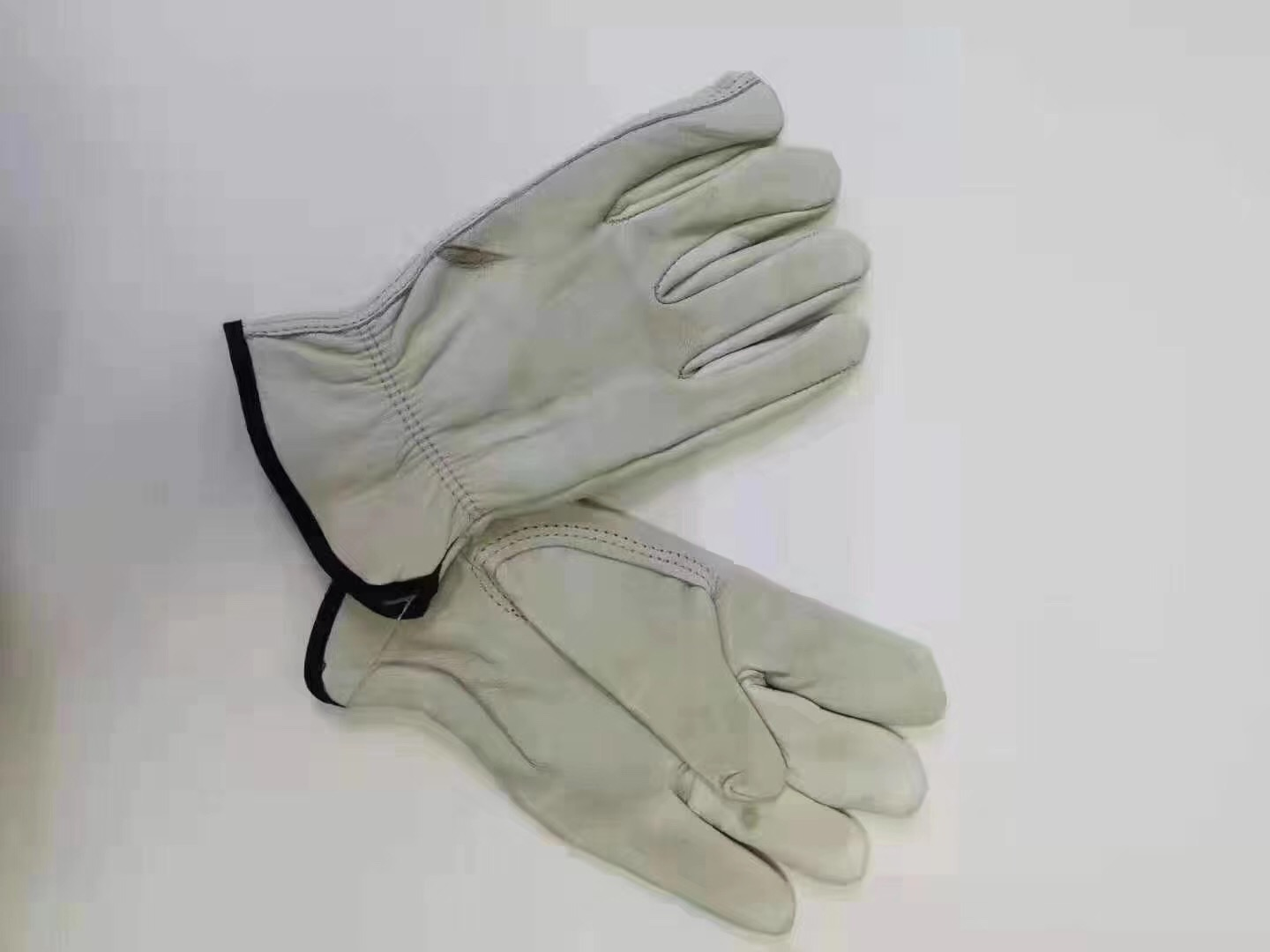 34906 - The cow skin gloves China